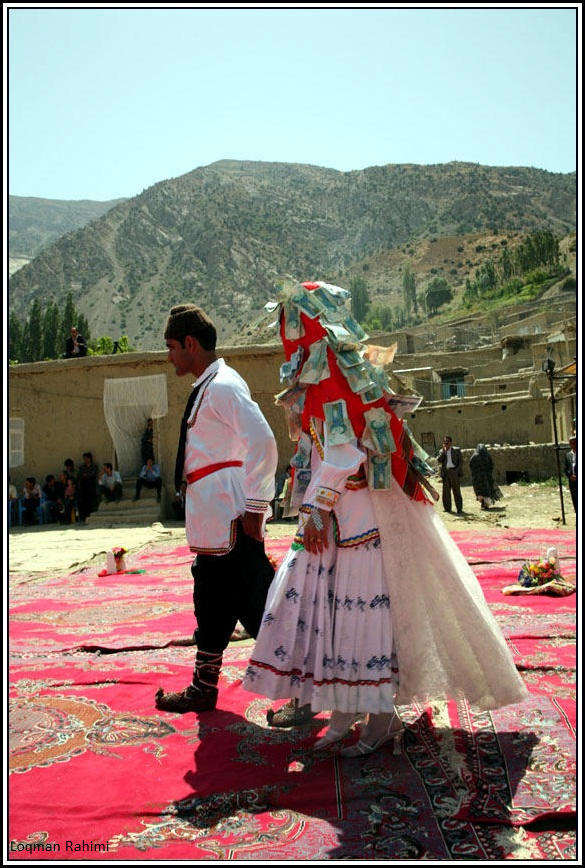 رقص عروسوداماد در جشن عروسیکرمانج های شمال خراسان - روستای سرانی شیروان
